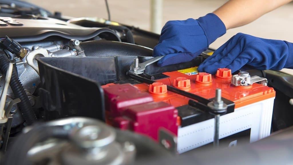 Замена аккумулятора автомобиля Ауди в Тюмени