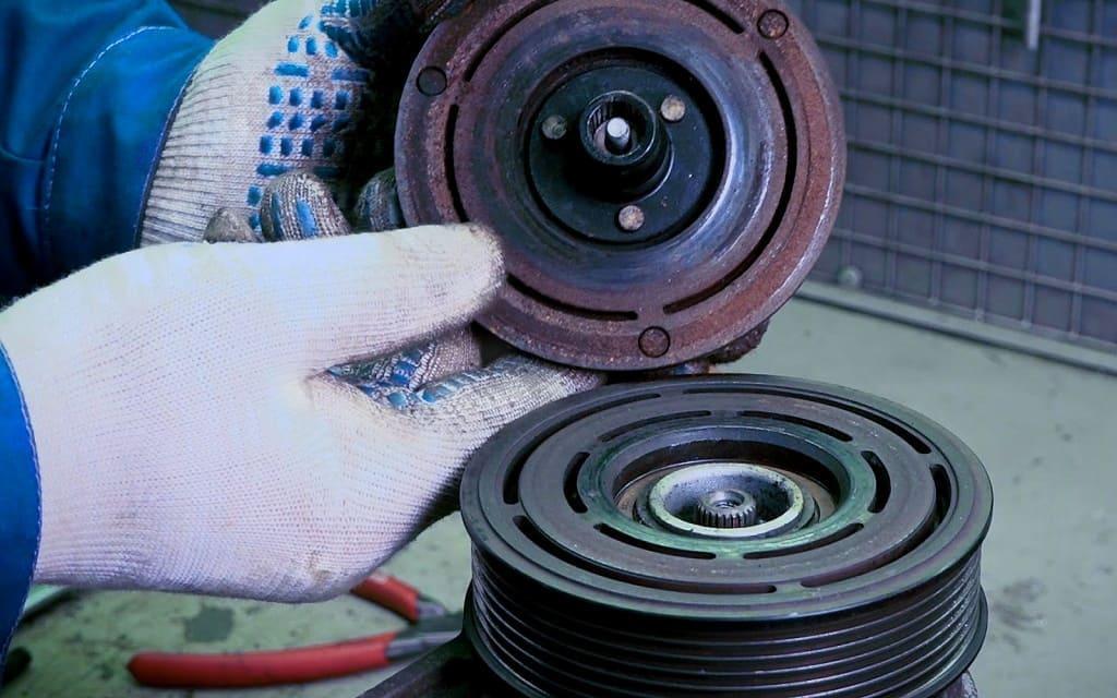 Замена муфты компрессора кондиционера Фольксваген в Тюмени